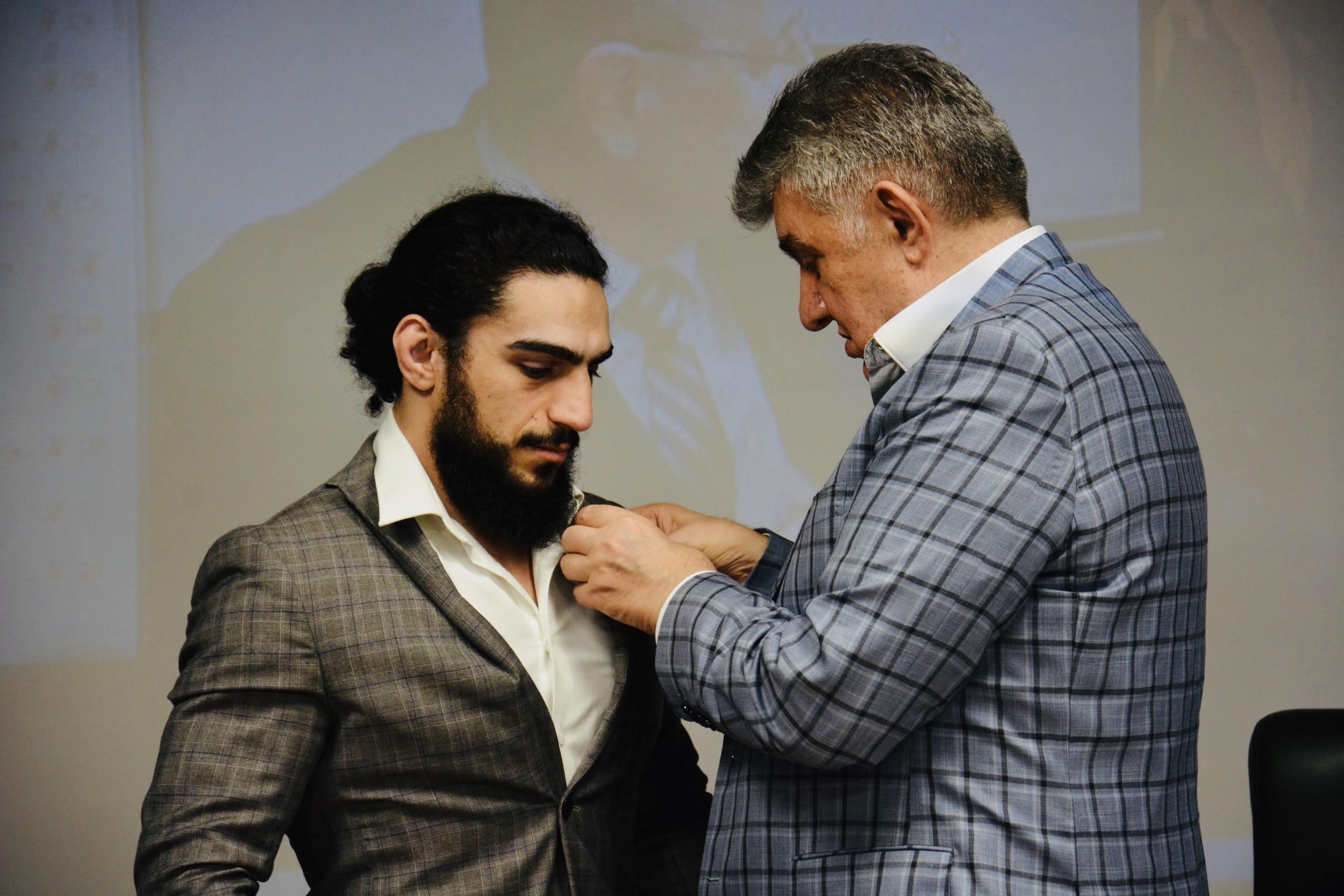 Знаменитый спортсмен Мигран Арутюнян награждён высшей наградой САР - орденом «Золотой крест»