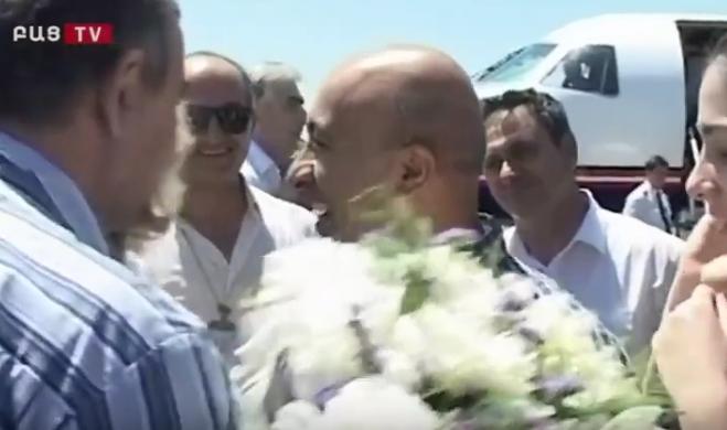 Уникальные кадры освобождения из африканского плена армянских летчиков, вызволение которых стало возможным благодаря Ара Абрамяну
