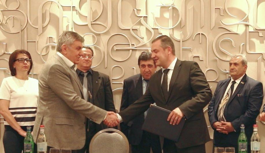 Президент САР Ара Абрамян и лидер партии «Альянс» Тигран Уриханян подписали меморандум о сотрудничестве