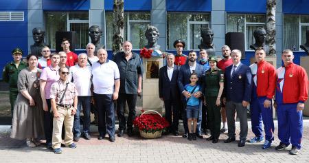 На аллее спортивной славы ЦСКА почтили память 43-х кратного рекордсмена мира, прославленного армейского тяжелоатлета Юрия Варданяна