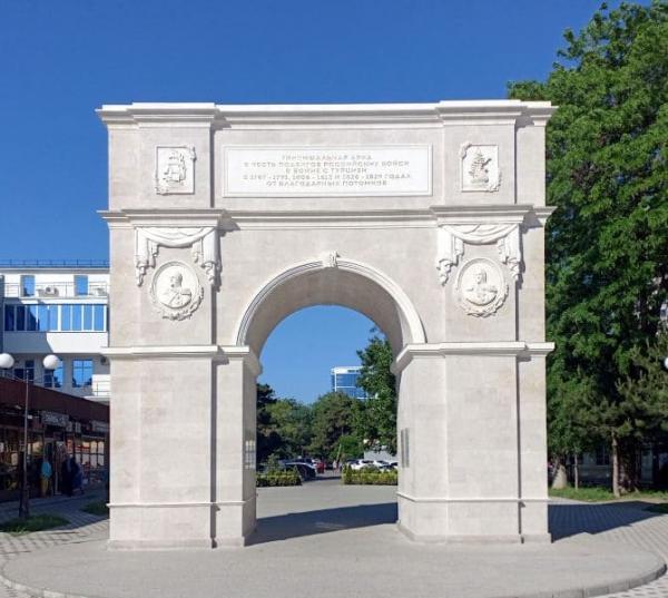 Триумфальная арка в Анапе: героям русско-турецких войн от благодарных потомков